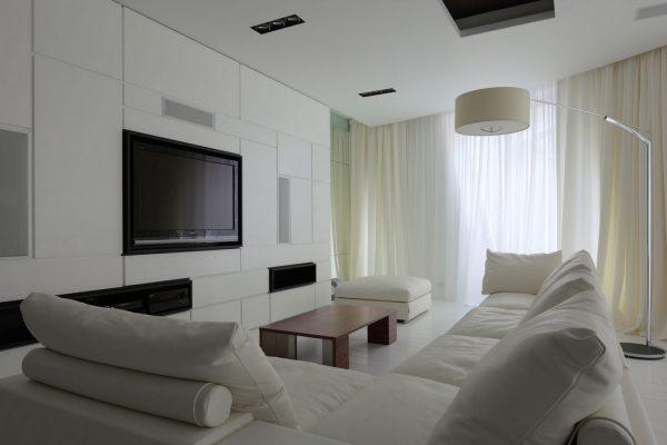 Уютная минималистская гостиная