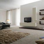 Пол, покрытый ковролином в гостиной в стиле минимализм