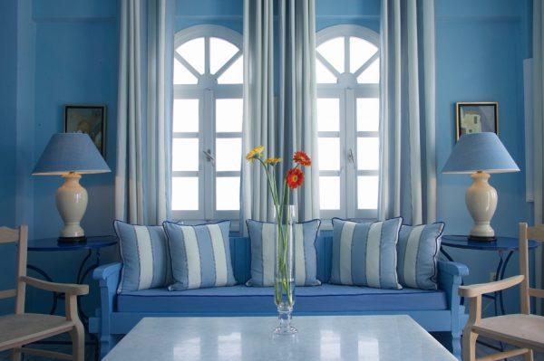 Сочетание синего цвета в интерьере.