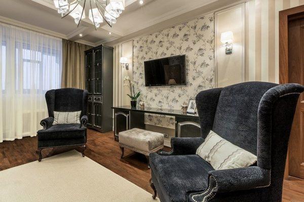 Черная мебель в классической гостиной