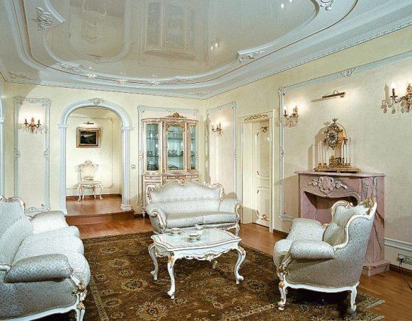 Встраиваемые светильники в классической гостиной