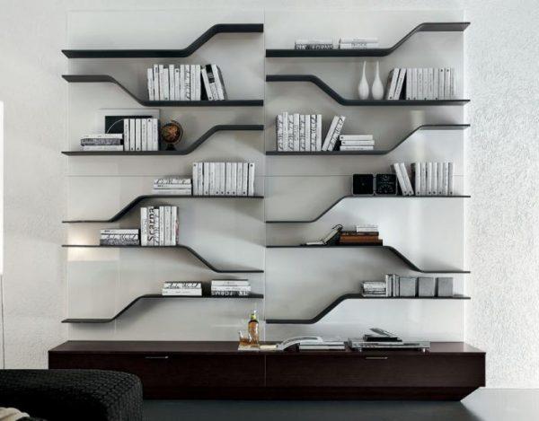 Необычный дизайн полок в интерьере гостиной