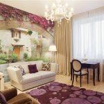Дизайн гостиной с фреской на стене