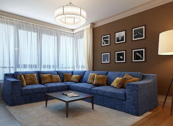 Стены - коричневые, диван - синий.