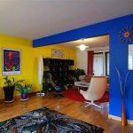 Использование контрастных цветов в интерьере гостиной