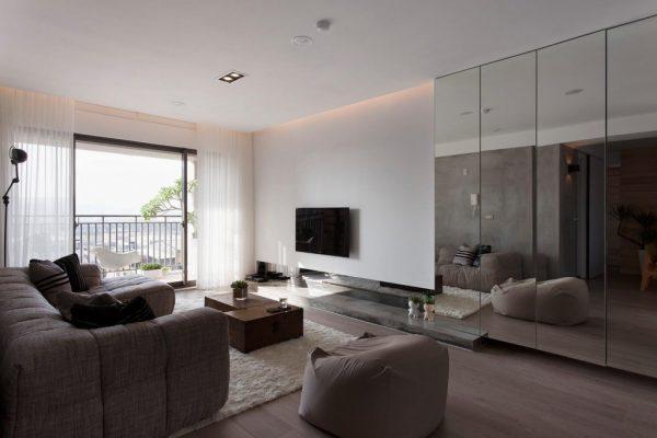 Зеркала в интерьере маленькой гостиной в стиле минимализм