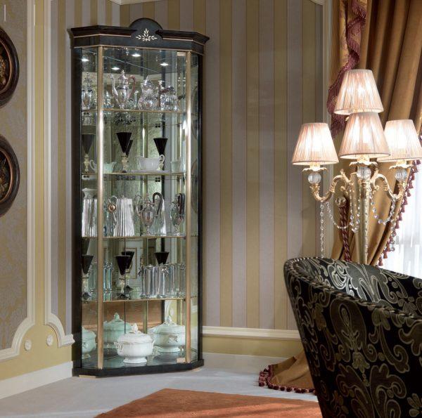 Шкаф витрина с зеркалами