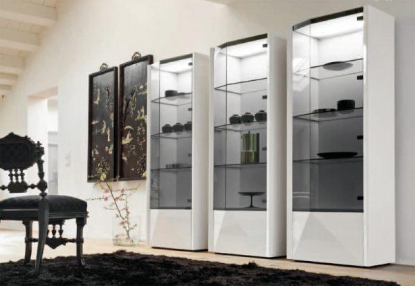 Шкаф витрина в стиле модерн