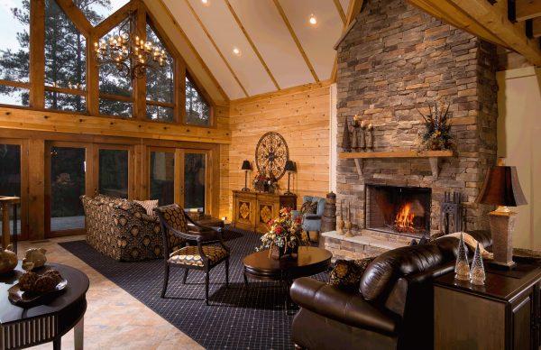 Уютная гостиная в загородном доме