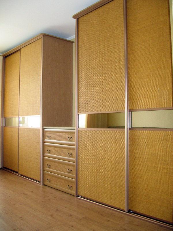 Выбираем шкаф в гостиную во всю стену (50 фото).