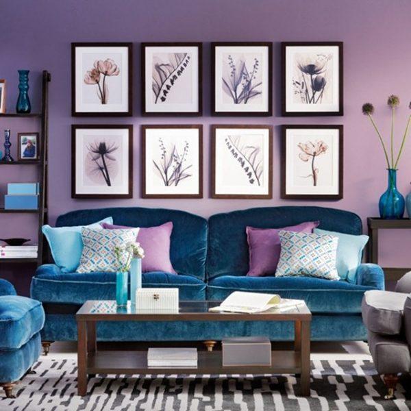 Сочетание сине-сиреневого цвета в интерьере гостиной