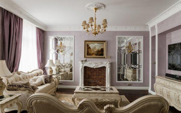 Зеркальный декор в классической гостиной.