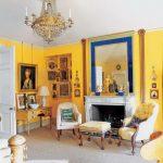 Яркий интерьер гостиной в стиле фьюжн