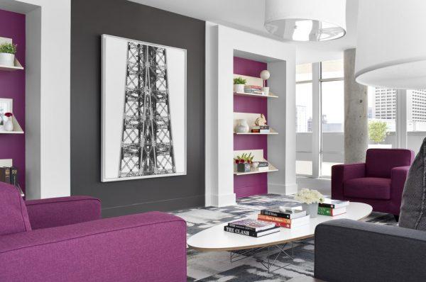 Сочетание серого с фиолетовым в интерьере.