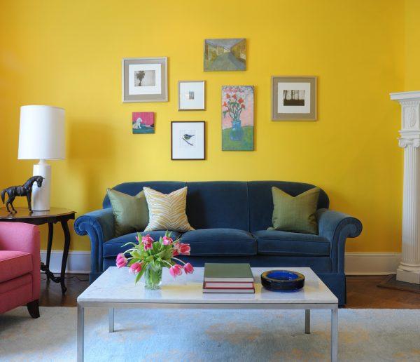 Дизайн комнаты в желто синем цвете.