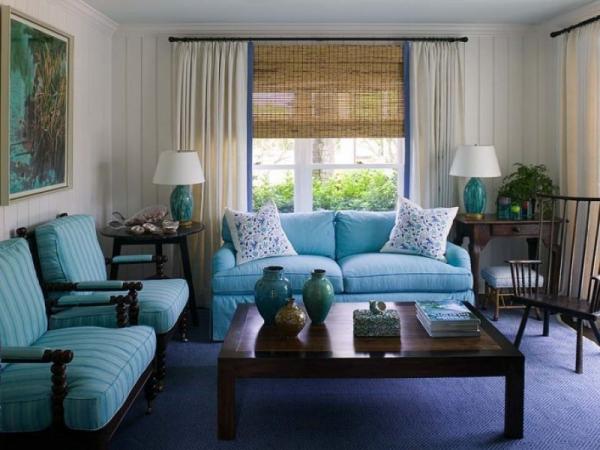 Уютная гостиная с голубой мебелью