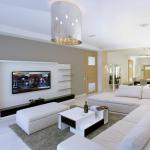 Белый цвет в интерьере гостиной в стиле минимализм