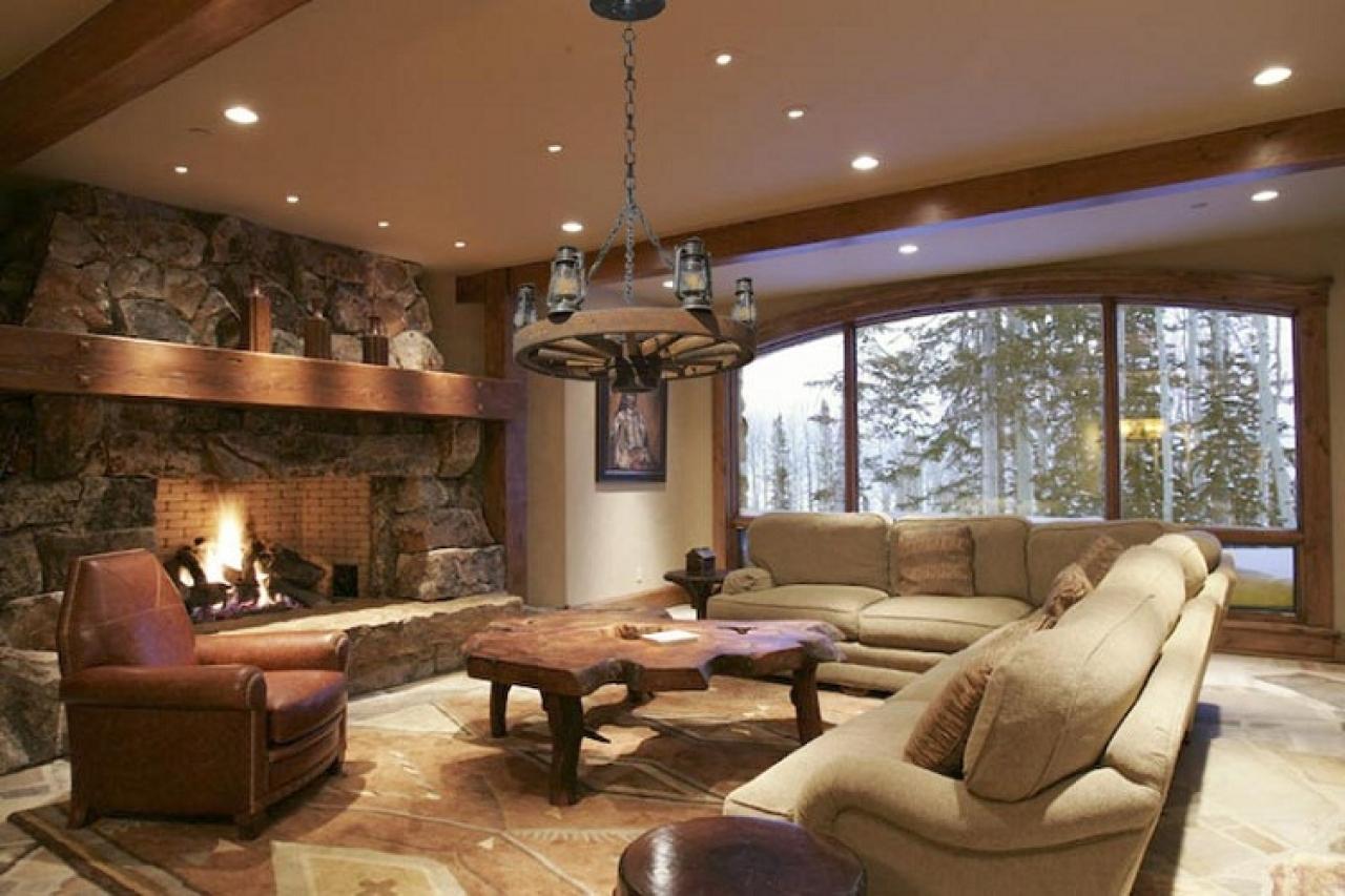 Дизайн гостиной камень дерево