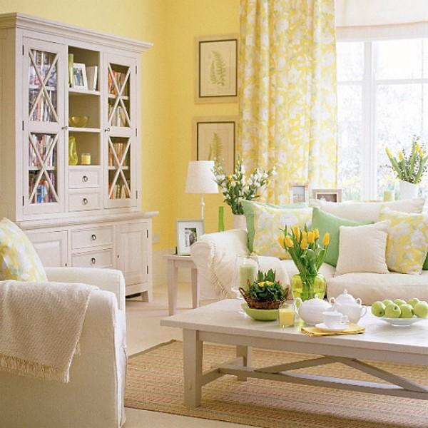 Белая мебель в желтой гостиной