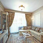 Угловой диван в классической гостиной
