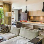 Дизайн кухни гостиной с диваном