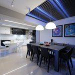 Светодиодная подсветка потолка в гостиной комнате