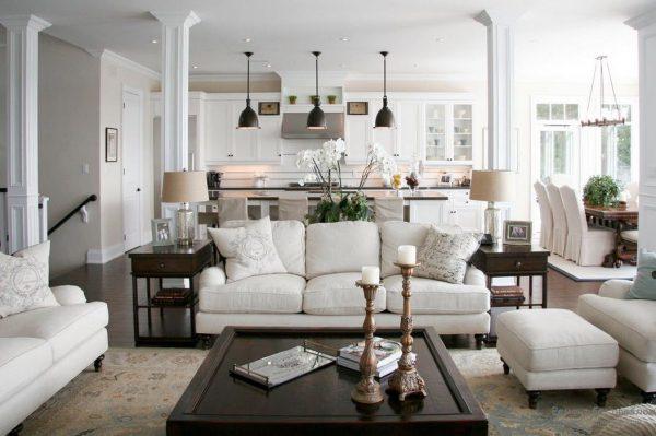 Белая гостиная в классическом стиле.
