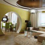 Круглая арка между кухней и гостиной