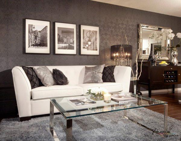 Черные обои и белый диван в интерьере