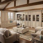 Гостиная в деревенском стиле с белой мебелью
