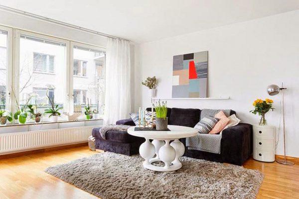 Картина в стиле современного модерна над диваном