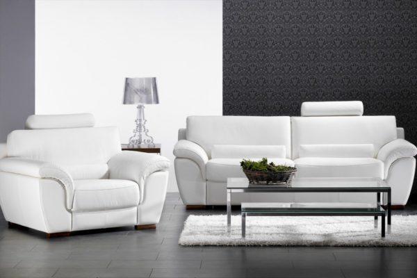 Белые диваны в гостиной