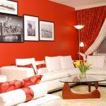 Красная гостиная с белой мебелью