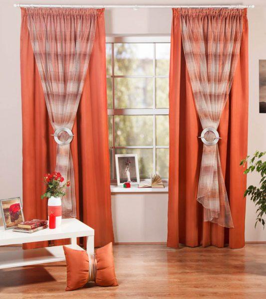 Оранжевые шторы из матовой ткани