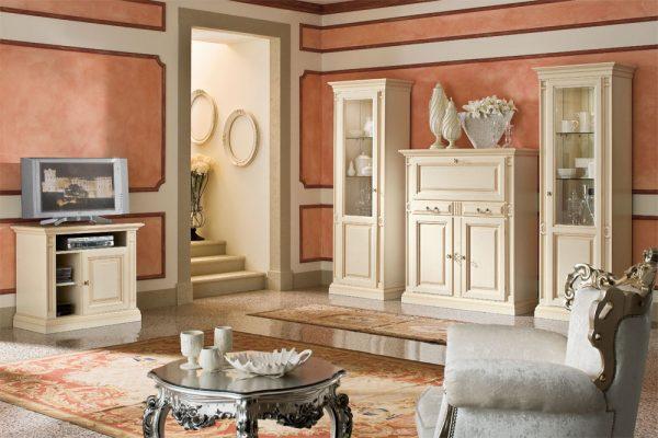 Классическая гостиная с белой мебелью