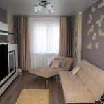Серо-бежевые шторы для современной гостиной