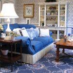 Бело-синяя гостиная в стиле прованс