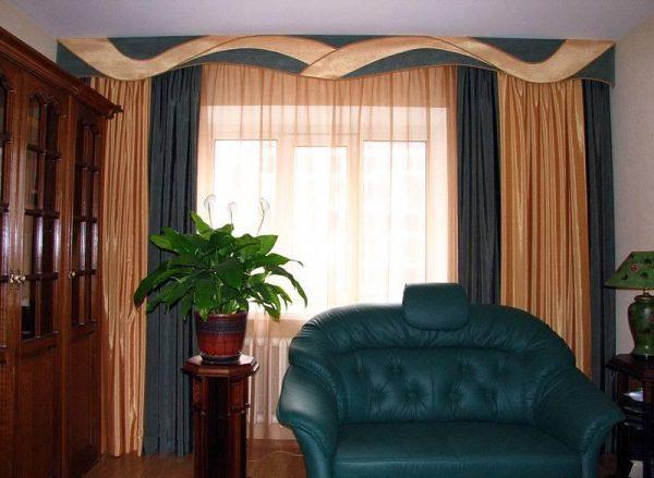 Двухцветные классические шторы.