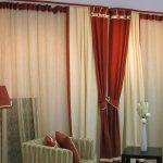 Красивые красно-бежевые шторы