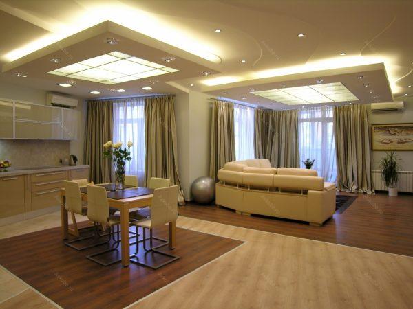 Дизайн потолка кухни с гостиной