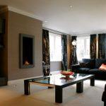 Использование разных оттенков черного в интерьере гостиной