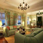 Освещение в интерьере гостиной в стиле кантри