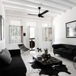Контрасты в интерьере: белые стены, черная мебель
