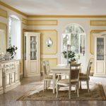 Гостиная в классическом стиле с белой мебелью