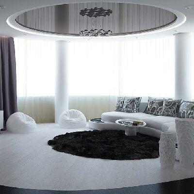 Зеркальный потолок в черно-белой гостиной