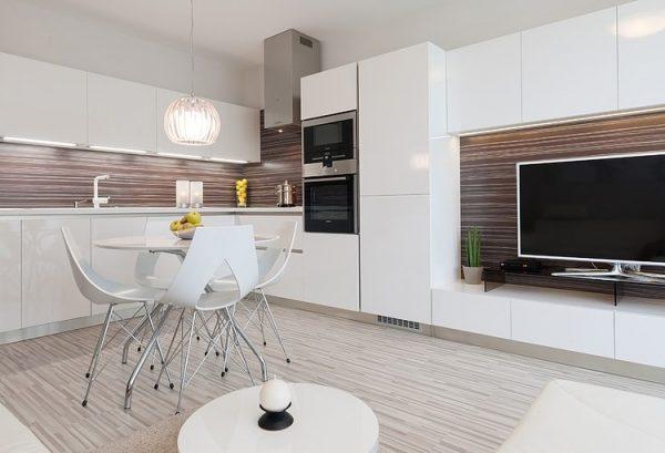 Белая кухня гостиная в современном стиле