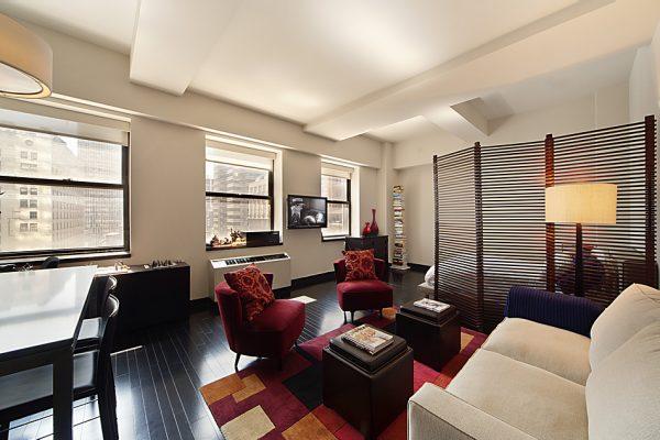 Зонирование гостиной спальни полупрозрачной ширмой