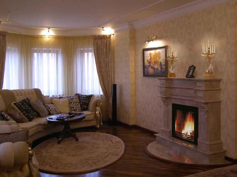 Ремонт гостиной с камином своими руками 49