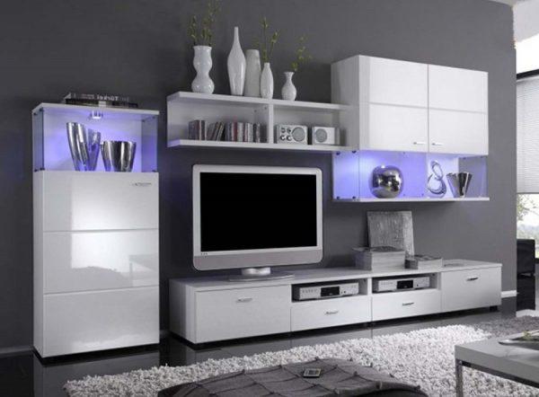 Белая глянцевая мебель из пластика