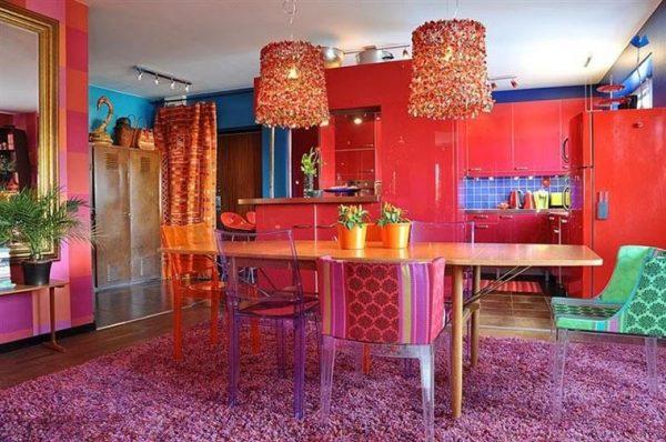 Яркая кухня в стиле китч
